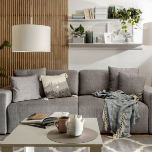 Trzyosobowa sofa do małego salonu z funkcją spania z kolekcji Vouge. Do kupienia w Black Red White. Cena: 2.899 zł. Fot. Black Red White