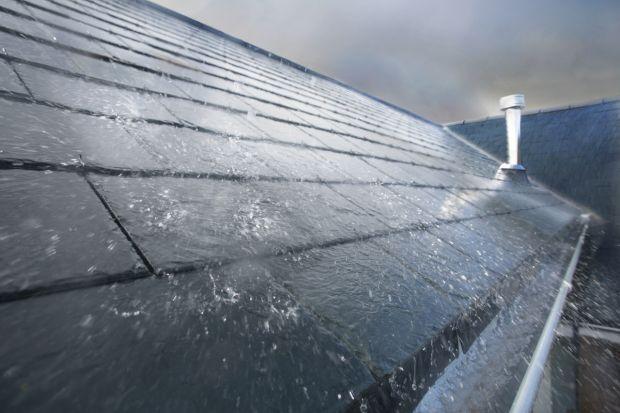 Dom trzeba przygotować na niespodziewane zjawiska pogodowe takie jak ulewy czy grad, które w ostatnim czasie mocno przybierają na sile. Bardzo ważnym elementem, o który warto zadać jest system rynnowy.<br /><br />