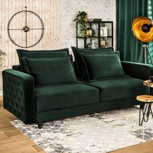Trzyosobowa, rozkładana sofa z kolekcji Mili w kolorze butelkowej zieleni. Do kupienia w Salonach Agata. Cena: 2.499 zł. Fot. Salony Agata