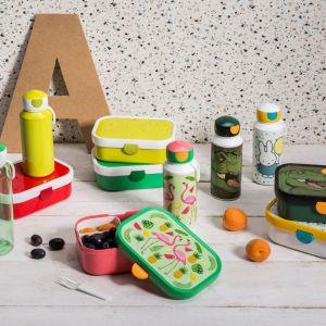 Butelki i lunchboxe dla najmłodszych. Butelki - 26,99 zł, lunchbox - od 22,90 zł. Fot. Salony Agata