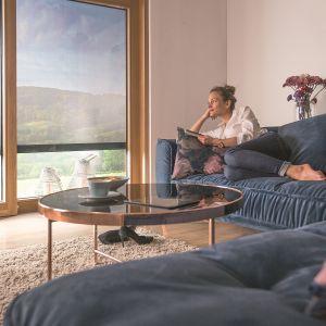 W nowoczesnym budownictwie okno i osłona zewnętrzna to idealnie uzupełniająca się para, dzięki której nasz dom będzie energooszczędny. Fot. Fakro