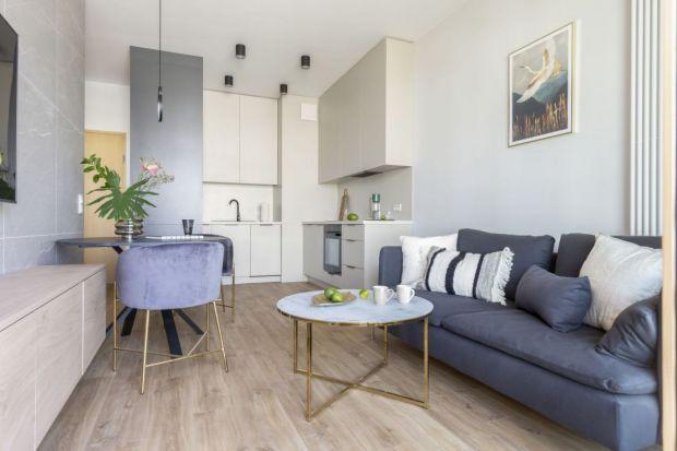 Kuchnia otwarta na salon, czyli aneks kuchenny, to najpopularniejsze rozwiązanie w mieszkaniach, zwłaszcza w tych w bloku. Jak urządzić kuchnię z salonem? Znaleźliśmy 10 świetnych pomysłów!
