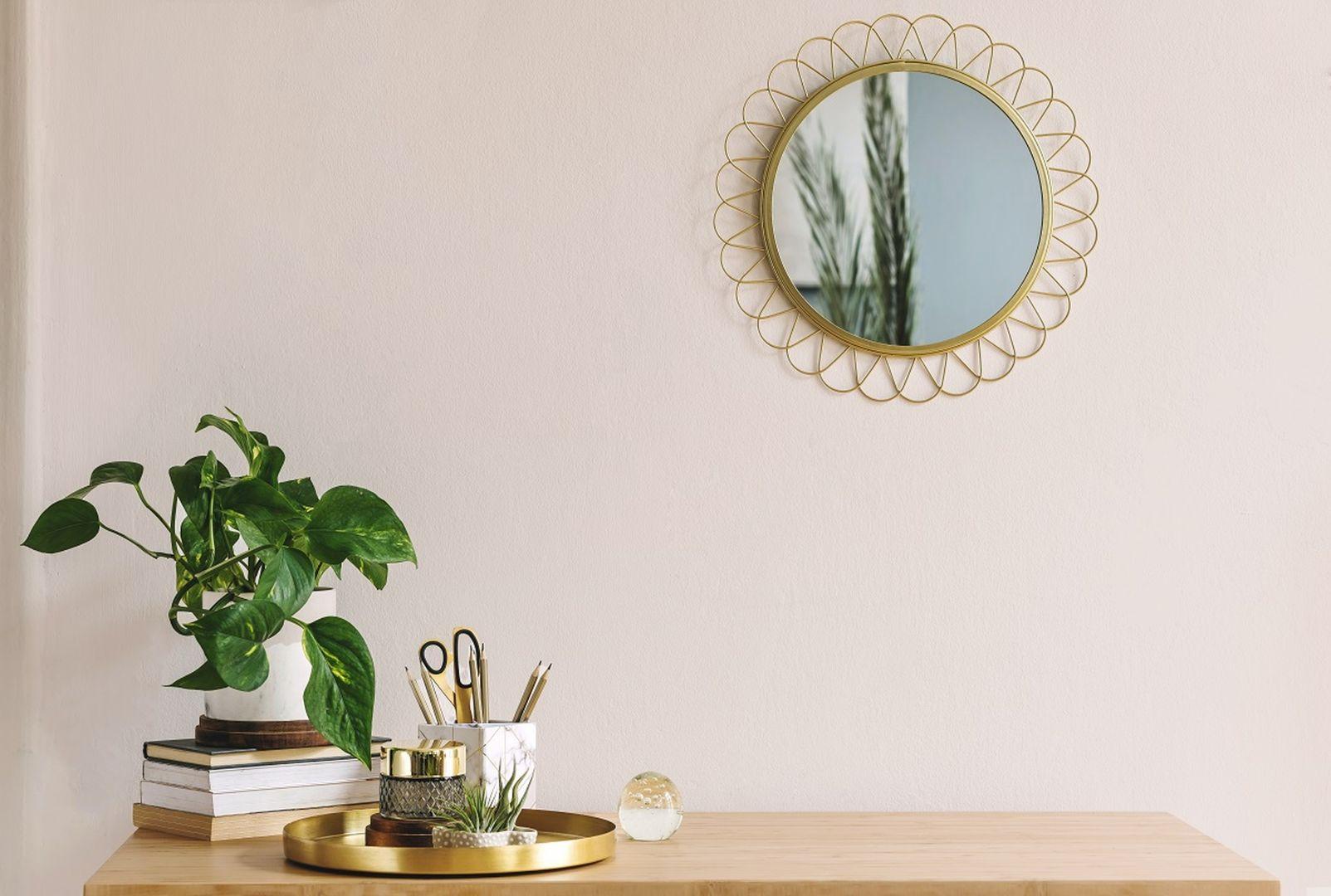 Dekoracje będą wyjątkowo pięknie prezentować się na tle ciepłego odcienia ściany Warm. Fot. Beckers Designer Collection