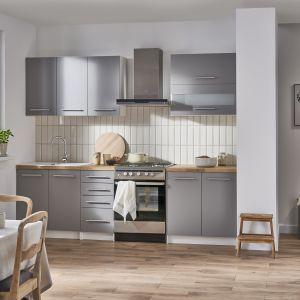Meble do małej kuchni w szarym kolorze z kolekcji Como. Dostępne w ofercie Castoramy. Fot. Castorama