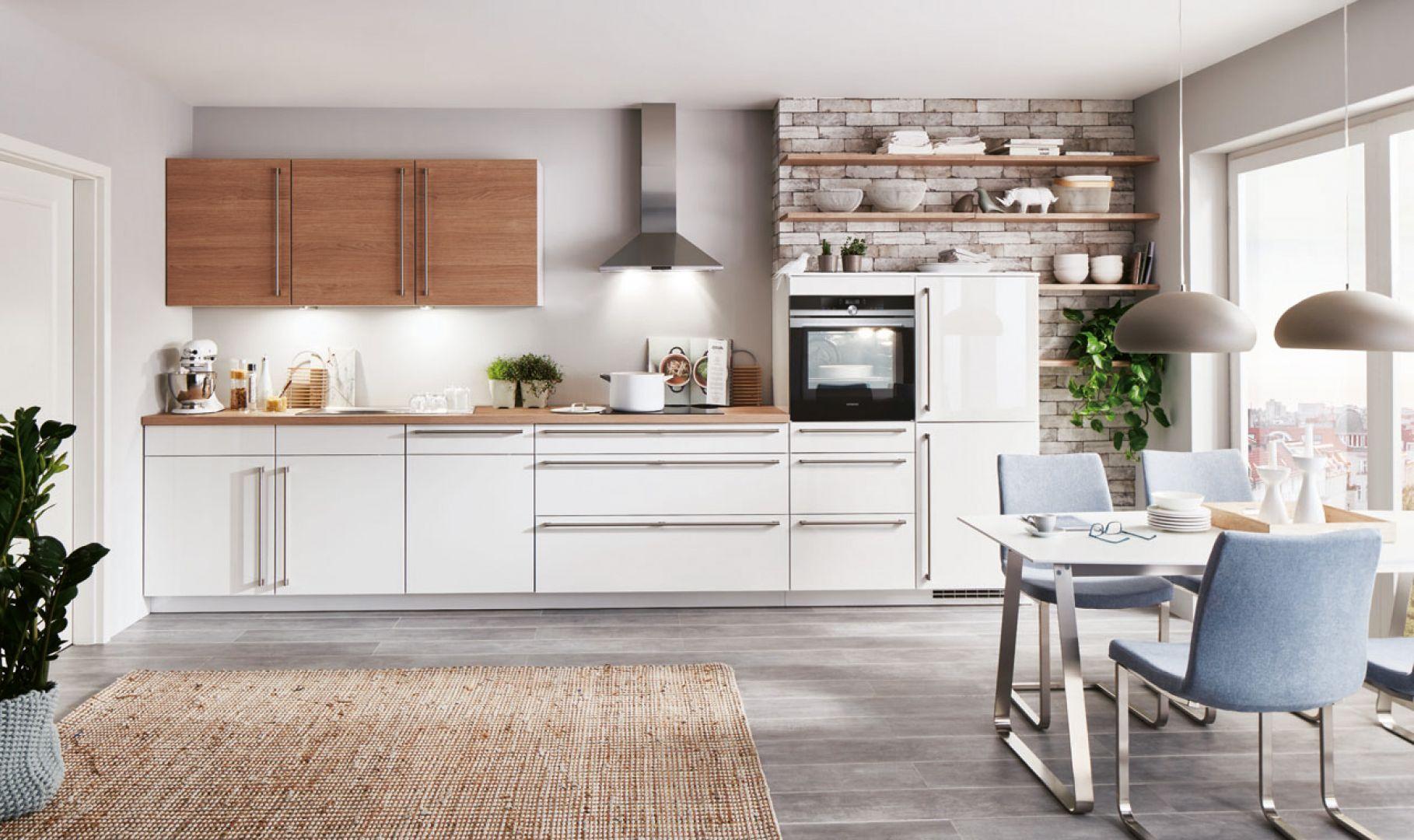 Meble do małej kuchni w białym kolorze z kolekcji Flash. Dostępne w ofercie firmy Verle Küchen. Fot. Verle Küchen