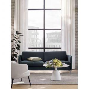 Lille to piękna w swojej prostocie sofa o lekkiej i atrakcyjnej formie. Fot. BoConcept