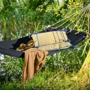 Niedługa popołudniowa drzemka, do której bardzo, bardzo zachęca obecność hamaku, jest korzystna dla zdrowia, daje przypływ energii na wieczór. Fot. Miloo Home
