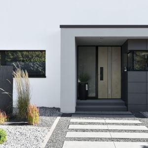 Drzwi wejściowe Stone zachwycają wyglądem już od progu, szczególnie podkreślając wyjątkowy charakter futurystycznych i ekstrawaganckich domów. Fot. Awilux