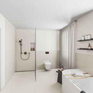 Czarne produkty są obecnie jednym z najpopularniejszych trendów łazienkowych. Dotyczy to zwłaszcza armatury i akcesoriów, takich jak przyciski uruchamiające, ruszty odpływów prysznicowych, czy zestawy wyposażeniowe do wanien. Fot. mat. prasowe Viega