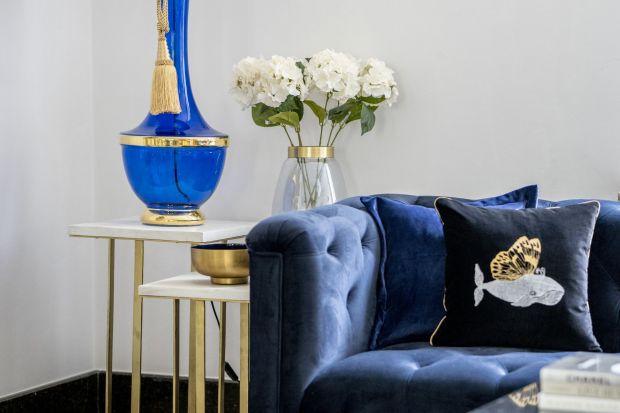 Szklana lampa pokaźnych wymiarów wytwarzana jest i zdobiona ręczne przez polskich hutników. ProjektJarosława Stępniaka, głównego projektanta i współwłaściciela 4concepts jest naprawdę imponujący.