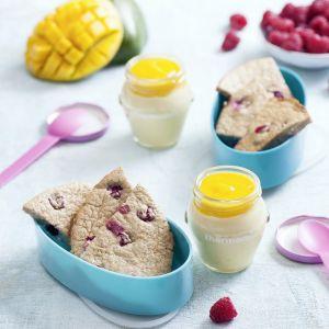 Pieczony naleśnik jaglany z malinami i jogurt mango.  Fot. Thermomix