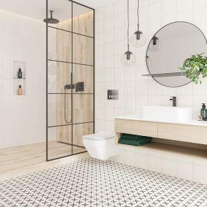 Łazienka w stylu boho, szkło z czarnymi szprosami zamiast kabiny. Na zdjęciu kolekcja Patchwork Clover Opoczno