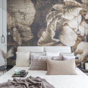 Technika wykończenia ściany i rodzaj materiału może wizualnie ocieplić wnętrze lub odwrotnie. Projekt Naboo fot. PionPoziom