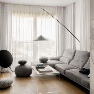 Zasłony w salonie - pomysł na dekorację okna. Projekt Kamila Szamot, pracownia LIM. Zdjęcia Aleksandra Dermot