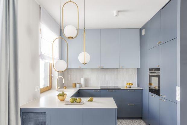 Meble na wymiar cieszą się niesłabnącą popularnością wśród urządzających kuchnię. To rozwiązanie, które pozwala maksymalnie wykorzystać dostępną przestrzeń, ale też zoptymalizować budżet na nią przeznaczony.