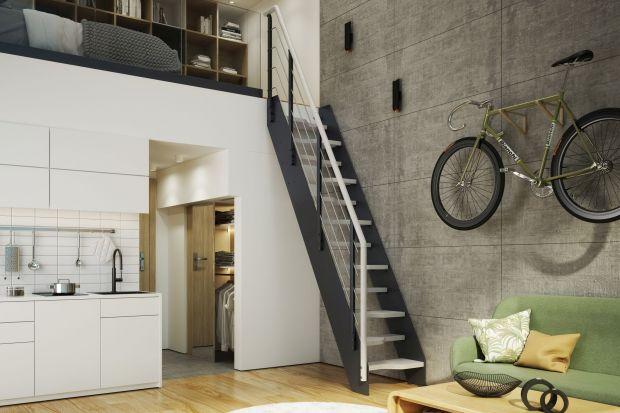 """W domu o niewielkim metrażu liczy się każdy metr kwadratowy dobrze zaprojektowanej przestrzeni. Dlatego wybierając schody warto rozważyć modele potocznie określane jako schody """"kacze"""" lub """"młynarskie"""", które zajmują mniej miejsca, a przy"""