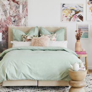 Kolorowa pastelowa sypialnia. Fot. mat. prasowe WestwingNow