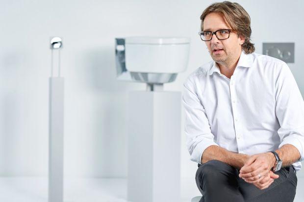 Twórczość Christopha Behlinga jest tym, co pozwala odróżnić wzornictwo dobre, od tego doskonałego. Jego design opiera się na ponadczasowych rozwiązaniach, klasycznych formach i szlachetnych materiałach. Jako główny projektant TAG Heuer tworzy