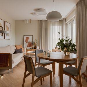 Niewielkie wnętrze nawiązuje do stylu vintage z wzornictwem lat 50-tych i 60-tych. Projekt: Magdalena Gajda. Fot. ONI Studio