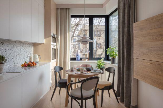 Dwupoziomowe mieszkanie na Powiślu: lastryko, fornir i dużo koloru. Piękne!