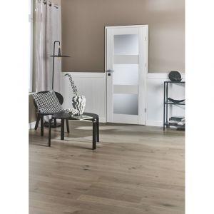 Drzwi z kolekcji Tre w kolorze białym. Dostępne w sklepie Castorama. Cena: 348 zł. Fot. Castorama