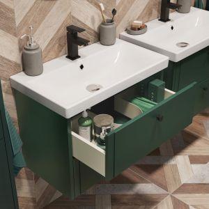 W zestawie mebli łazienkowych Azzura znajdziemy m.in. szafki pod umywalkę o szerokości 50 cm oraz 65 cm, wysokie słupki o szerokości 30 cm do zawieszenia na ścianie oraz idealnie dopasowane kolorystycznie okrągłe lustra. Fot. Castorama