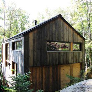 Weekendowy dom nad górskim jeziorem. Projekt: Stonorov Workshop Architects. Fot. mat. prasowe Duravit