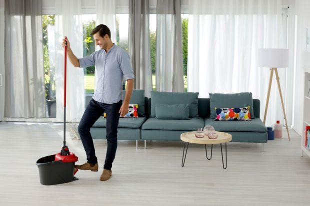 Porządny mop to dziś niezastąpiony sprzęt w każdym domu. Na rynku jest wiele modeli, zróżnicowanych pod względem jakości, przeznaczenia i ceny. Zastanawiasz się, jaki najlepiej sprawdzi się u Ciebie? Zerknij na nasze wskazówki i wybierz mop, k