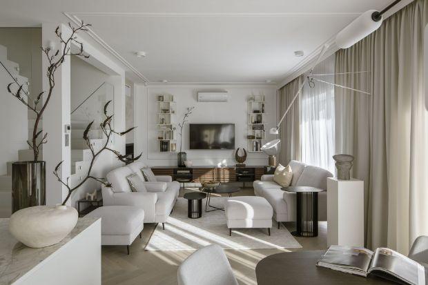 Zachwyca komfortem, szlachetnymi detalami i wyposażeniem. Jest jasne i elegancki. Pięknie wpisuje się w także otaczający krajobraz. Takie jest wnętrze wymarzonego domuKatarzyny Szostakowskiej właścicielki studia projektowego Kate&Co i pr