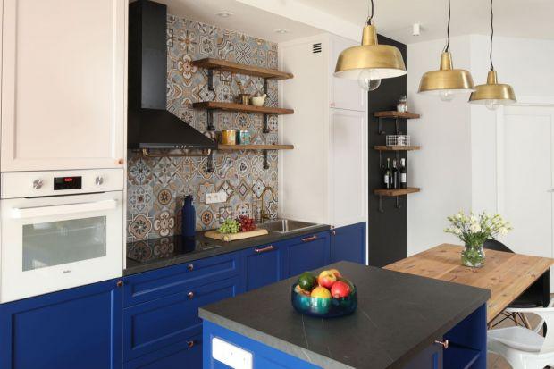 Podobają ci się otwarte szafki w kuchni?Półki mają swój urok i można z nimi stworzyć ciekawe kreacje kuchenne nie tylko w klimacie retro, ale i bardzo nowoczesnym. Obronią się w każdej stylizacji! Zobacz 10 dobrych pomysłów na kuchnię z ot