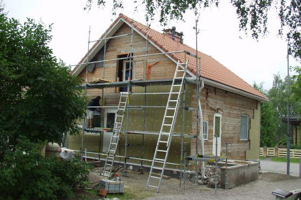 """Hasło """"sezon grzewczy"""" spędza sen z powiek właścicielom budynków na długo przed jego oficjalnym rozpoczęciem. Rosnące ceny energii sprawiają, że wizja przyszłych rachunków za ogrzewanie nie napawa optymizmem. W takiej sytuacji warto zastan"""