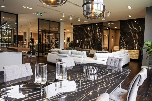 Designerska przestrzeń w Katowicach. Salon firmowy Kler łączy rodzime wzornictwo z najlepszym włoskim designem