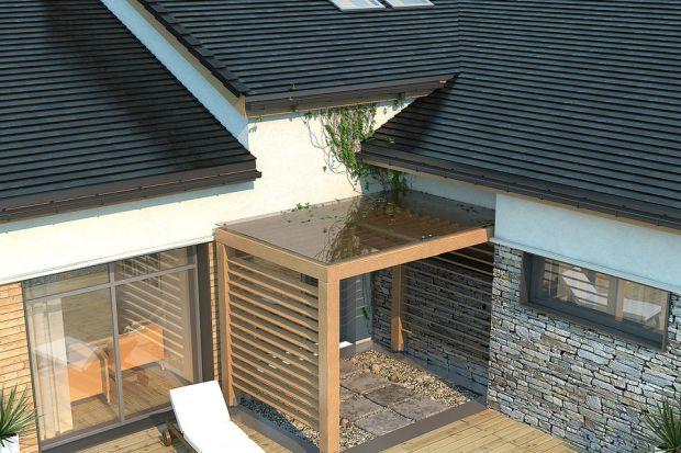 Dach może mieć niezwykle różnorodne kształty, ograniczone jedynie wyobraźnią inwestora. Skomplikowany, niestandardowy dach oznacza jednak również konieczność montażu nietypowego orynnowania.