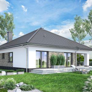 Duże okna gwarantują idealne doświetlenie wnętrza oraz zapewniają piękny i relaksujący widok na ogród. Projekt: pracownia Archand