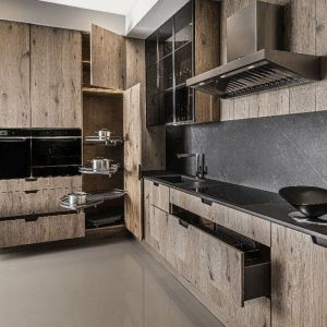 Drewno w kuchni. Fot. Hul Kuchnie/Galeria Wnętrz Domar