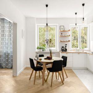 Drewno w kuchni. Projekt: Boho Studio. Fot. Aleksandra Dermont