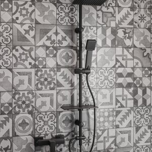 FERRO, Squerto Lux Black zestaw natryskowy przesuwny z deszczownią