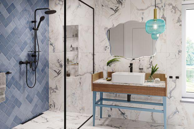 Nawet na niewielkim metrażu można urządzić luksusową łazienkę, zaaranżowaną tak, że będzie zapierała dech w piersiach. Pomagają w tym nowoczesne zestawy prysznicowe z deszczownią w niebanalnej tonacji black.