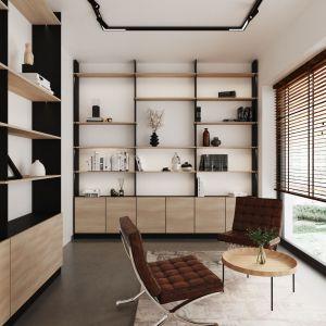 Мебель, то есть полки, покрывающие две стены и письменный стол, была изготовлена из шпонированной на заказ доски, благодаря чему можно было идеально использовать отведенное под нее пространство.  Помещение достаточно просторное, чтобы разместить зону отдыха с круглым столом и дизайнерскими креслами.