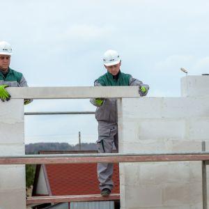 System Budowy H+H to kompleksowe rozwiązanie przeznaczone do prac murarskich podczas wznoszenia domu. Fot. H+H