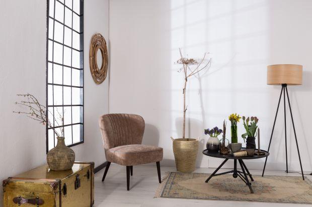 Lampy podłogowe to niezbędny element w każdym domu i mieszkaniu. Sprawiają, że wnętrze staje się bardziej ciepłe i przytulne. Warto więc z szerokiej oferty dostępnej obecnie w sklepach poszukać fajnego modelu do swojego salony czy sypialni.&l