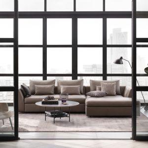 Bergamo jest szykowną sofą we włoskim stylu o kosmopolitycznym uroku. Fot. BoConcept