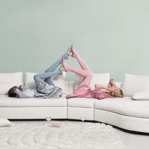 Sofa ma luźne poduchy oparcia oraz wyjątkowo miękkie siedziska wykonane z pianki dające maksimum komfortu. Fot. BoConcept