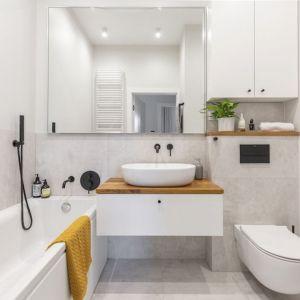 Mała łazienka w bloku i świetny pomysł na akcesoria. Projekt i zdjęcia Renata Blaźniak-Kuczyńska, Renee's Interior Design