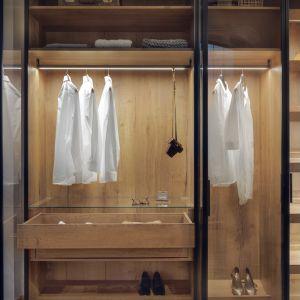 Istotne dla zaprojektowania szafy i prac montażowych będą takie informacje jak: obecność okna, słupa, komina, grzejnika, skosów. Fot. Raumplus