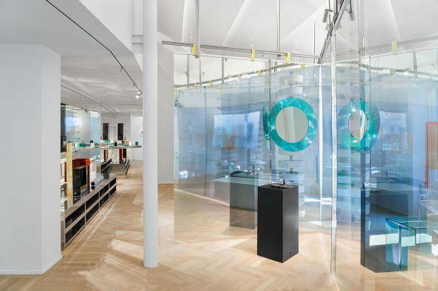Poprzez artystyczną wystawę – specjalną instalację stworzoną przez Matteo Fioriniego we współpracy ze Studio LYS – marka Laufen zainaugurowała działalność swojego rewolucyjnego showroomu w Mediolanie. Ta nowa koncepcja nawiązuje do innych,