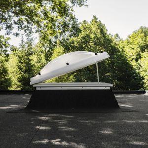 Do wyboru mamy 10 rozmiarów świetlika dachowego Velux (szer. x wys.) - od 60x60 cm do 200x100 cm. Cena już od 1639 zł. Fot. mat. prasowe Velux