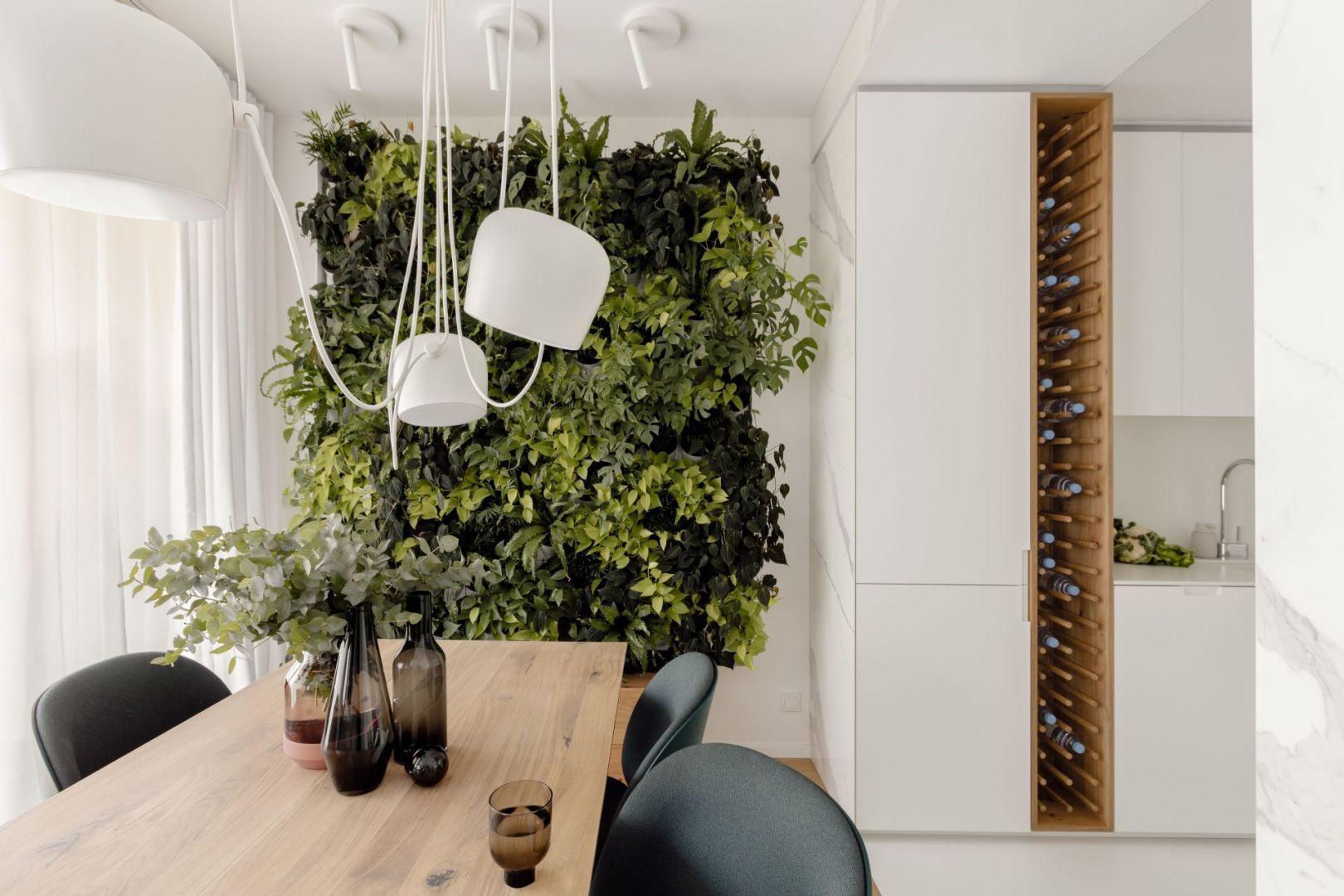 Zielona ściana - świetny pomysł na wnętrze eko. Projekt: Kamila Szamot, pracownia LIM. Zdjęcia: Aleksandra Dermot