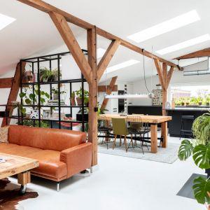 Wnętrze mieszkania na poddaszu - natura tu rządzi! Projekt wnętrza: Szalbierz Design. Zdjęcia: Maja Musznicka, Shine Studio