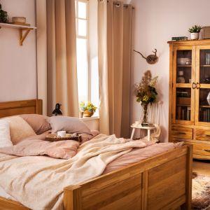 Modna sypialnia w stylu rustykalnym. Fot. Salony Agata